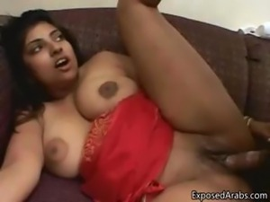 Chubby Indian slut gets her tight pussy part2