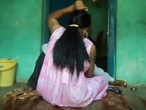 Barber shaving armpits hair of women .