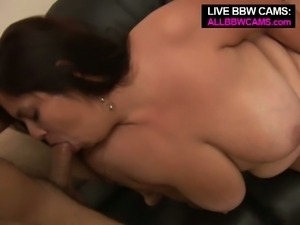 Young huge tits brunette bbw deepthroat blowjob while rubbing pussy
