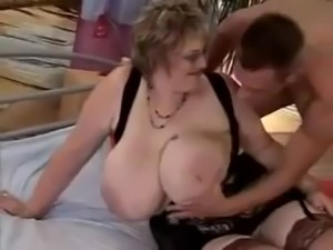 Mature BBW With Enourmous Boobs Gets Guys Off