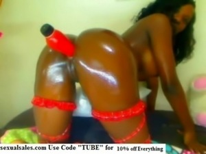 BLACK QUEEN Plays with herself free