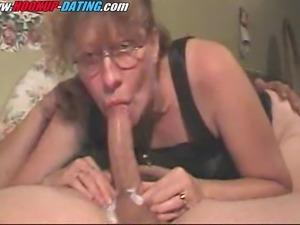 Mature brunette hookup amateur milf gives blowjob