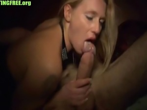 Sexy blonde amateur MILF has sexdate homemade