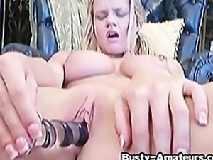 Busty chick Lisa Neils toying her pussy 2