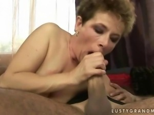 Granny gets fucked until she squirts