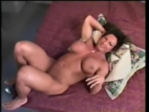 Female bodybuilder Rhonda banging free