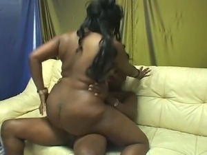 Big-assed black babe brings on the blubber