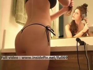 Jenny   Amateur babe brushing her hair and showing us her ass and boobs free