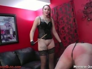 Mistress jennifer likes spanking her slave
