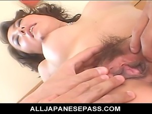 Japanese mature cat with spots has her old pussy split