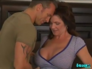 Sexy milf Deauxma squirts free