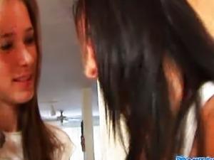 Escena Raven Riley y Brooke Sky p51