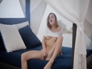 Carlie pornstar rubbing the clit