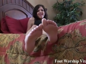 Hot mean bitches and her sexy feet