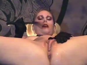 Bratgirl Antonia covers herself in cum!