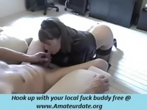 so pretty brunette wife send all her parents to the movies for suck cock damn...