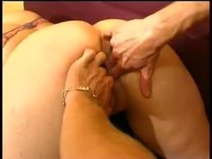 Amateur girl takes her fellaz fist