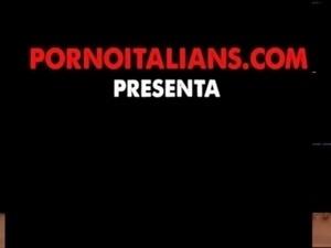 infermiera italiana tettona pompini e masturbazione Italian busty nurse...