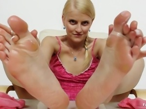 sexy babe giving nice feet work.