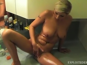 vanessa prepares for a bath