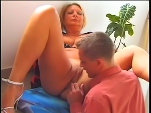 Mature blonde play with dick in her big booty