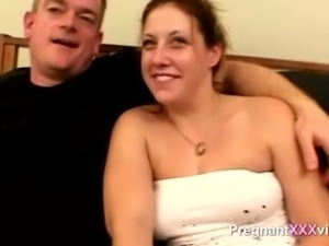 Amateur fucks his pregnant wife