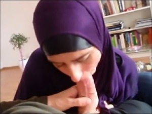 German Hijab Muslima sucking Dick