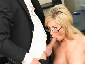 Big boobs of porn star Victoria White get covered