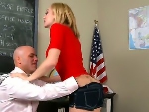 Hunk Derrick Pierce gets a nasty blowjob form hot secretary Lily LaBeau