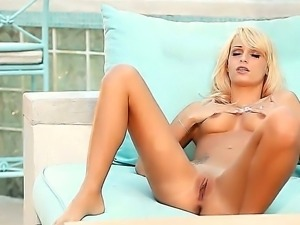 Blonde with small tits Erica Fonte is having a really intense outdoor solo
