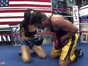 Man gets sucked off by Daisy Marie in the middle