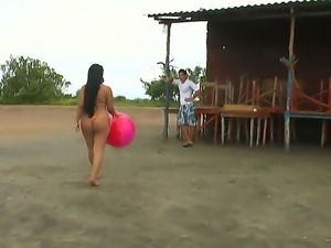 Enjoy amazing bootilicious Latina babe Sofia shaking her delicious juicy butt