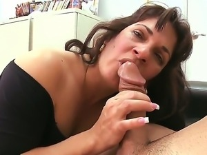 Mature brunette Kiana dreams to become porn star, so she came for her first...