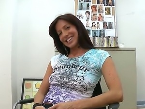 Hot milf Tara dreams to be a pornstar and she shows to us her sexy and tanned...