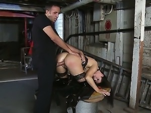 Stunning India Summer is giving Keiran Lee a lusty deepthroating during...