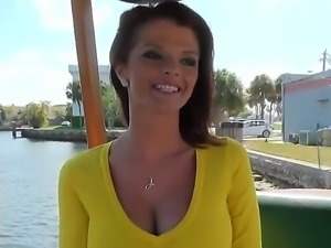 Blowjob in the car is a piece of cake for veteran red-head whore Joslyn