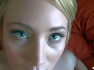 Blue eyed blonde Kaylee Evans got pleasure in front of