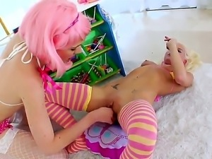 Katie Angel spreads her legs and gets her cunt tongue fucked by Jayda...