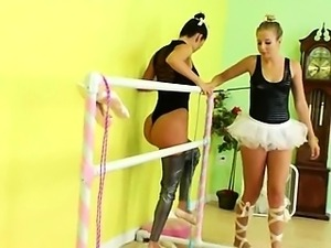Two models trying brutal strapon