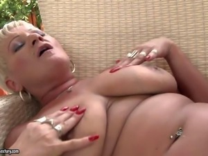 Older blonde Cecily and sweet young brunette Amabella love lesbian
