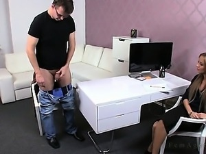 Dude masturbating for female agent