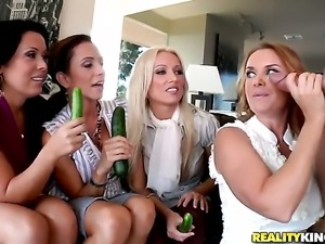 Jordan Ash ejaculates after Blonde Sienna West with massive tits gives magic...