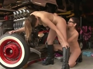 Australian girls licking pussy in the garage