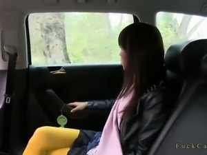 Fake taxi driver fucks a Japanese tourist