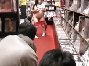 Japanese teen loves to fuck in public