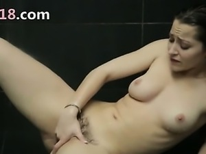 brunet babe fingering cunt in a shower