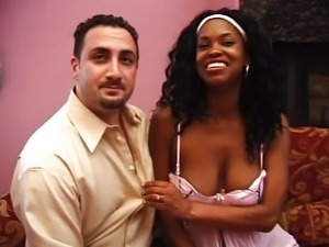 Preggy ebony chick likes to fuck
