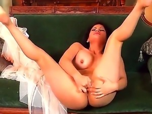 Hot and turned on brunette babe Vanessa Veracruz enjoys in playing with her...