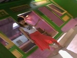 Aino Kishi dances
