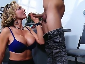 Wrexxx Kidneys buries his throbbing tool in alluring Nikki Sexxs chocolate...